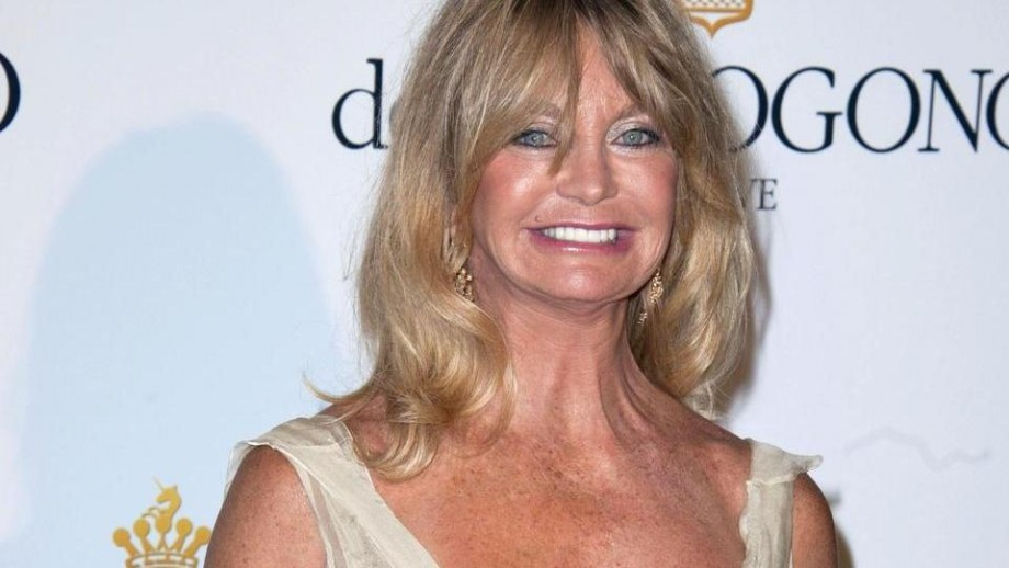 misses bond, goldie hawn